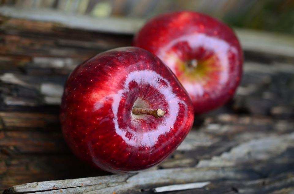 التفاح على الريق